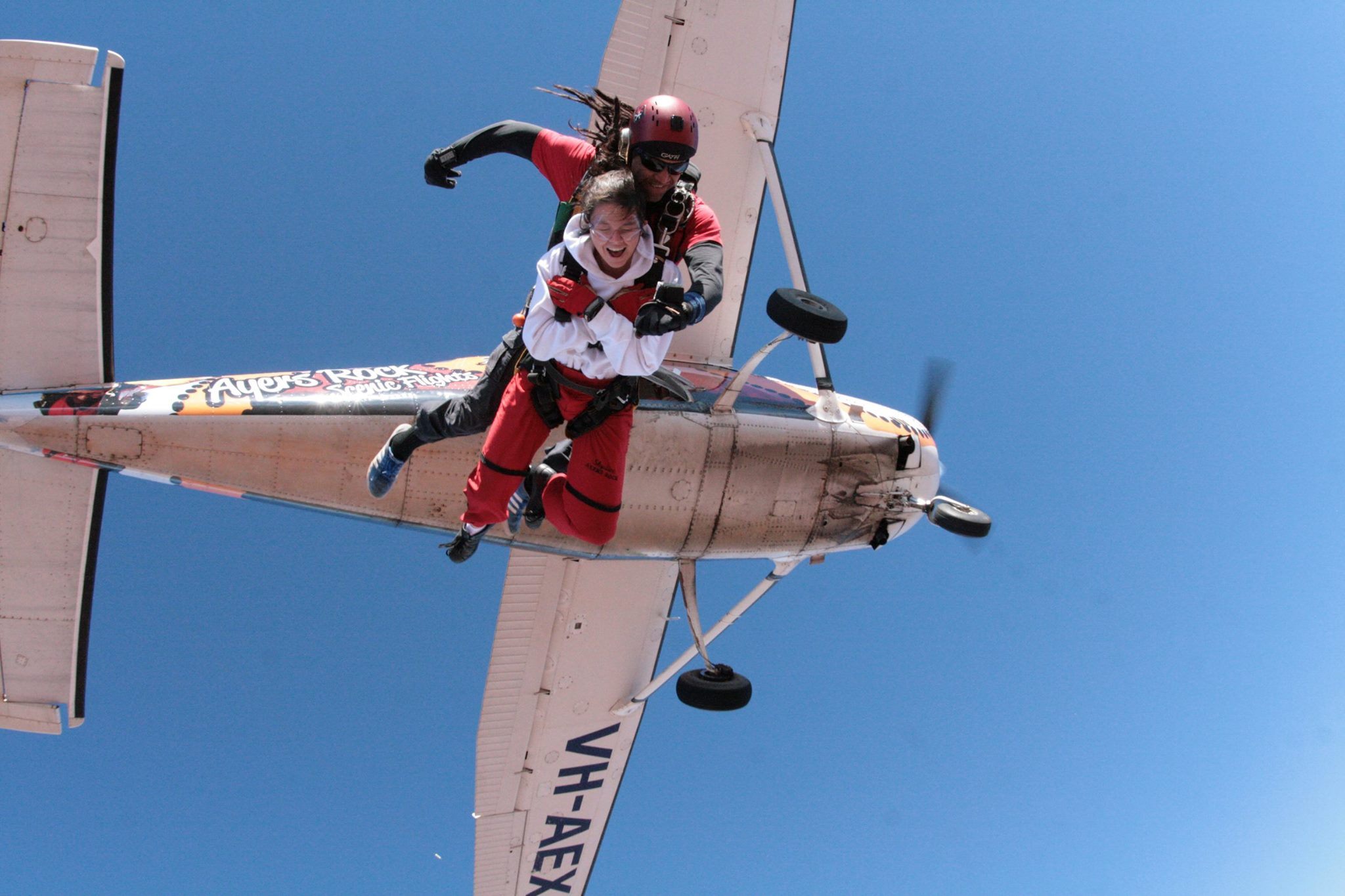 saut en parachute uluru ayers rock red centre australie