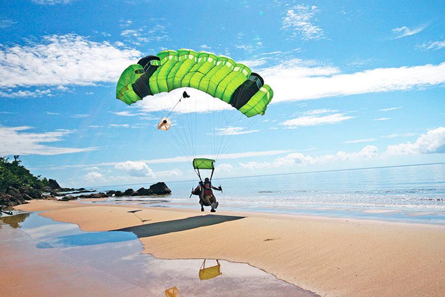 Saut parachute cairns